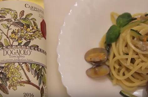 Spaghetti alla chitarra con vongole, zucchine e fiori di zucca