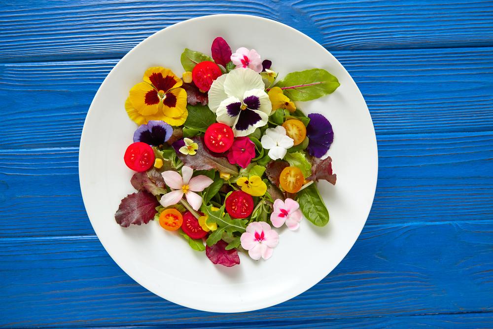 5 fiori commestibili per le tue insalate primaverili