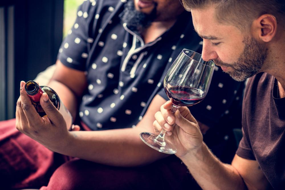 Le sensazioni del vino: una questione di tatto