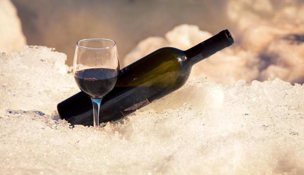 È possibile bere il vino rosso freddo? Certo!