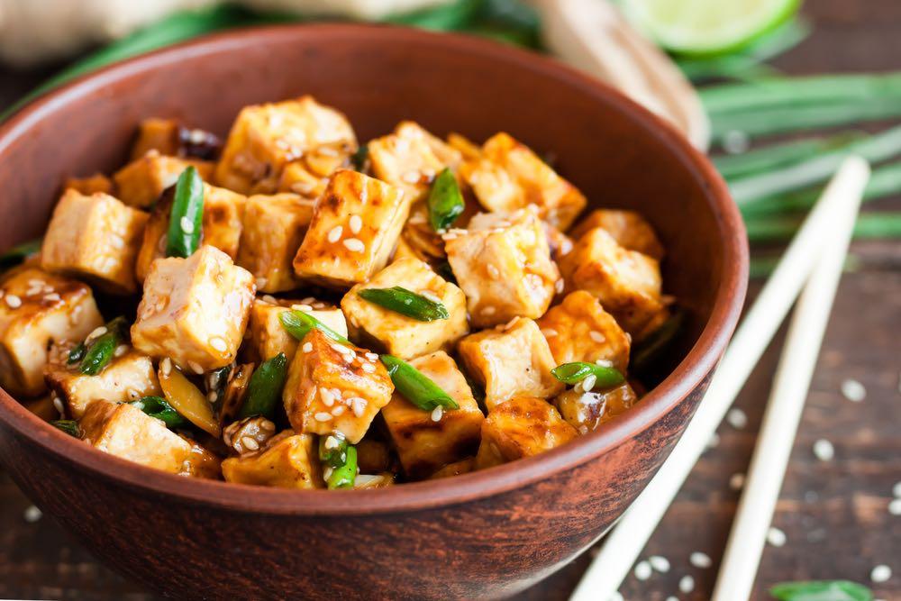 Tofu fritto al salto: la ricetta di tendenza