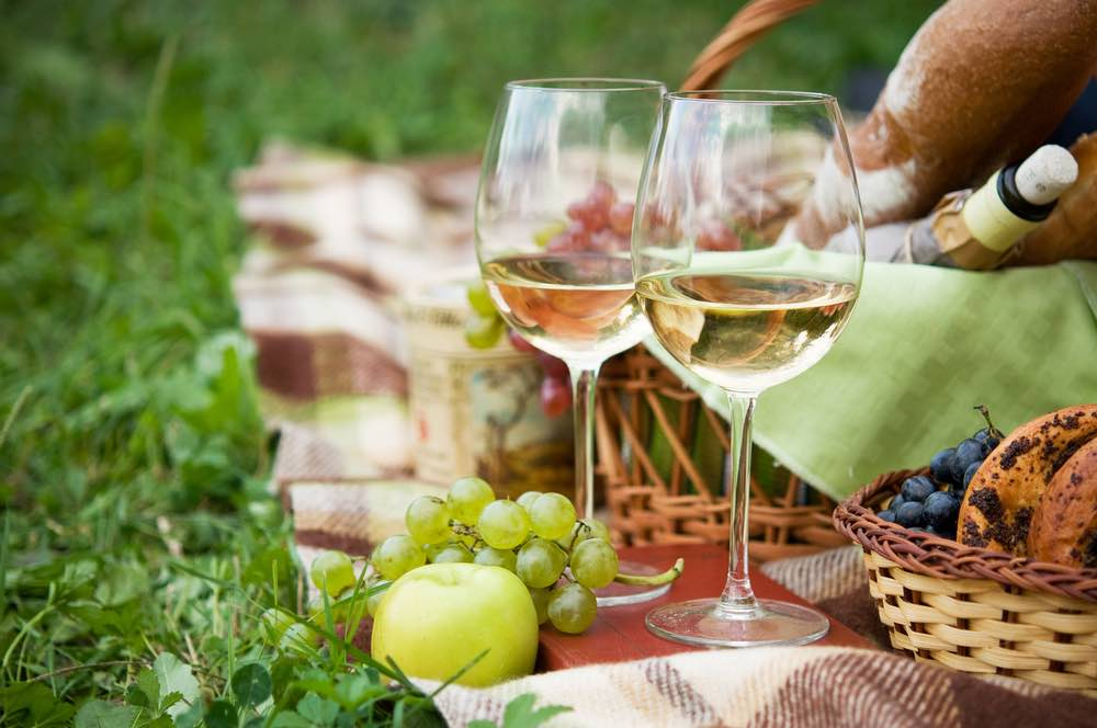 10 Tips for Bringing Wines to a Picnic