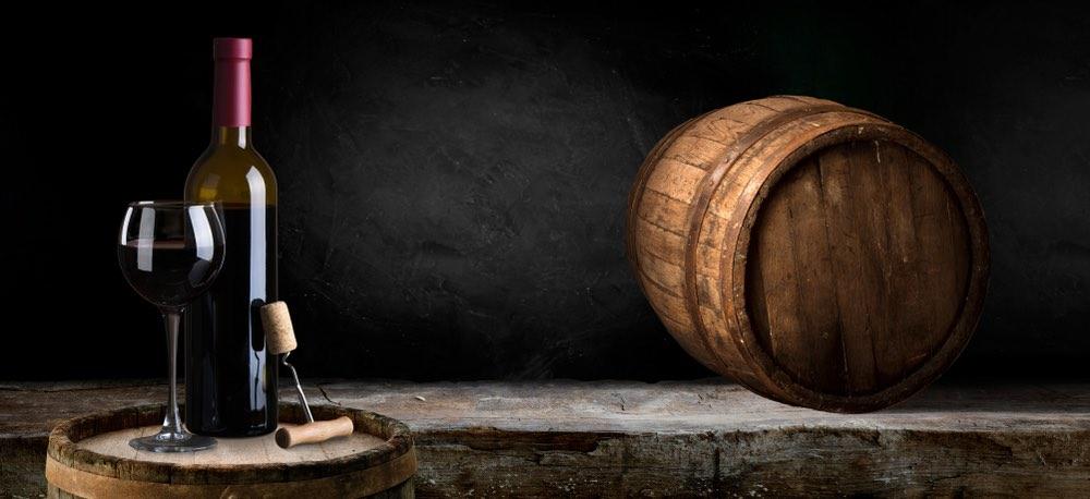 Dal legno alla bottiglia: come avviene l'affinamento del vino