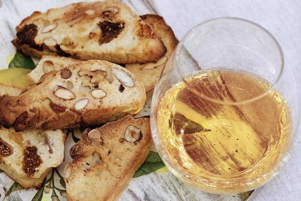 La frutta d'estate in un calice: alla scoperta dei vini dolci italiani