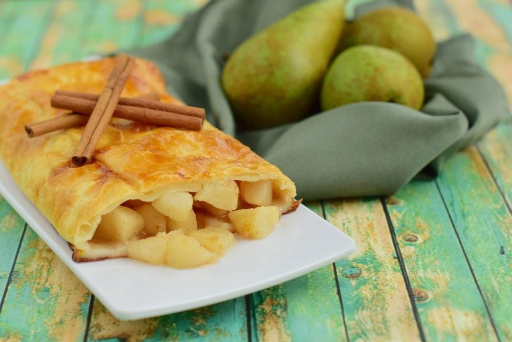 La ricetta dello strudel di pere, uvetta e cannella